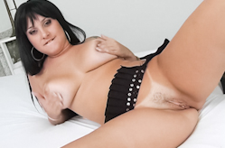 Huge tits get the interracial treatment, Scène 1